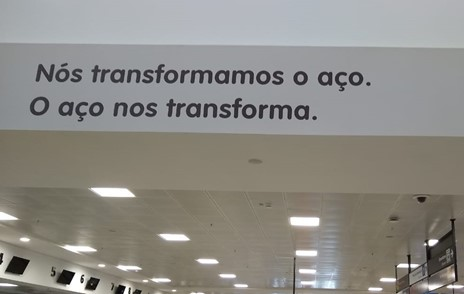 Creado image 8. Steel company's advertisement at Vitória's airport